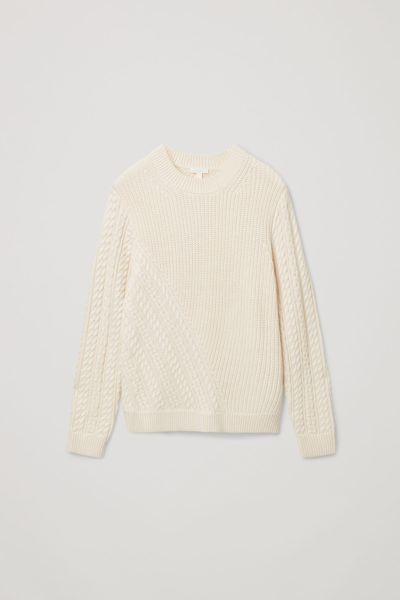 COS default image 10 of 베이지 in 메리노 울 오가닉 코튼 믹스 케이블 니트 디테일 스웨터