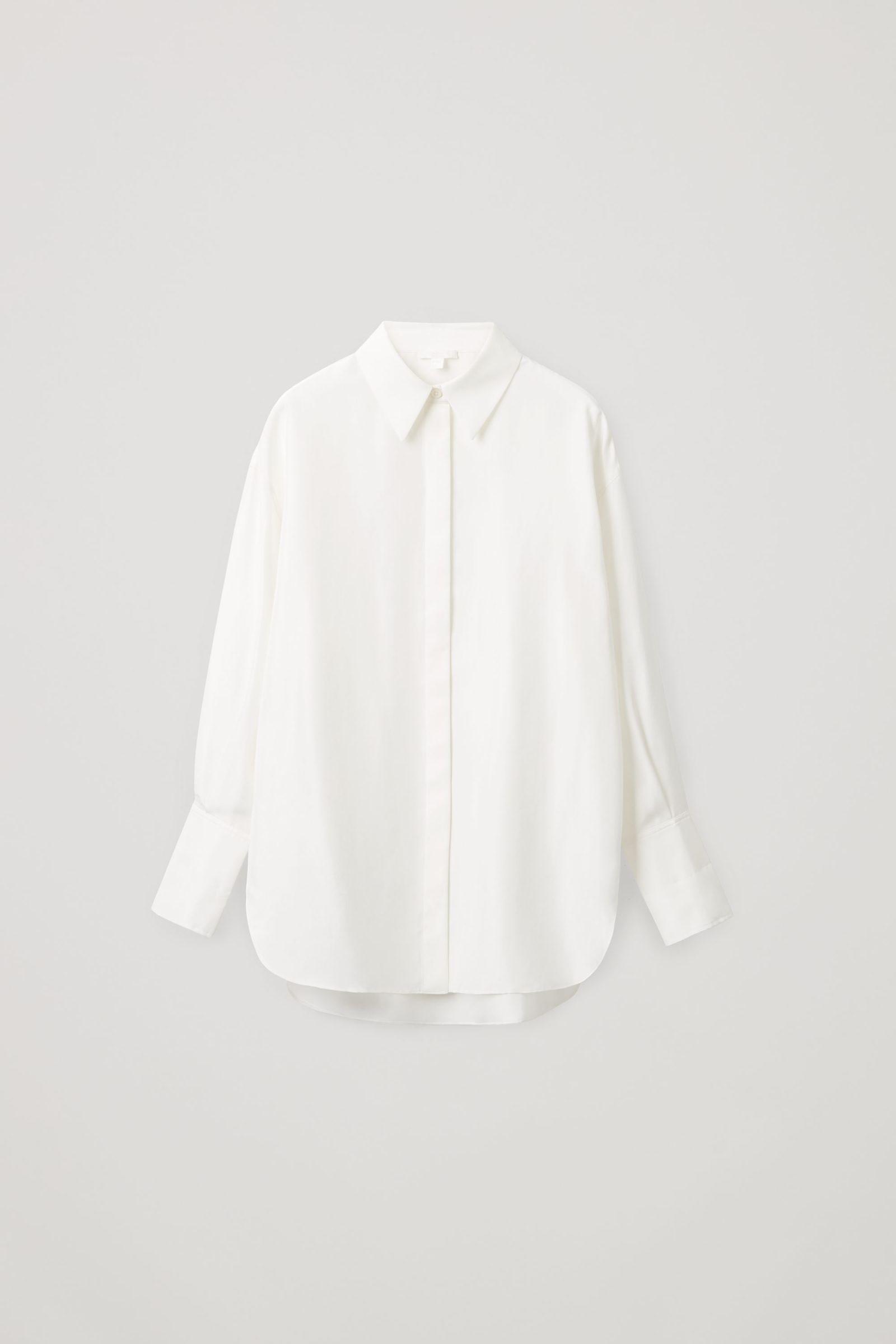 COS 멀버리 실크 오버사이즈 셔츠의 화이트컬러 Product입니다.