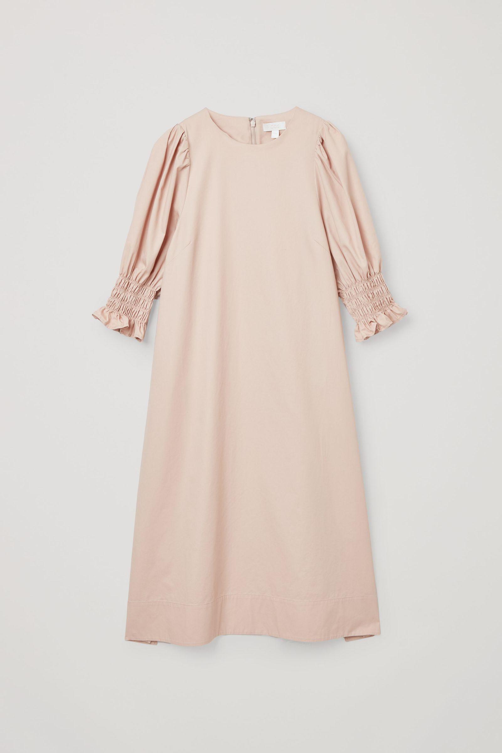 COS 코튼 스모킹 퍼프 슬리브 드레스의 베이지컬러 Product입니다.