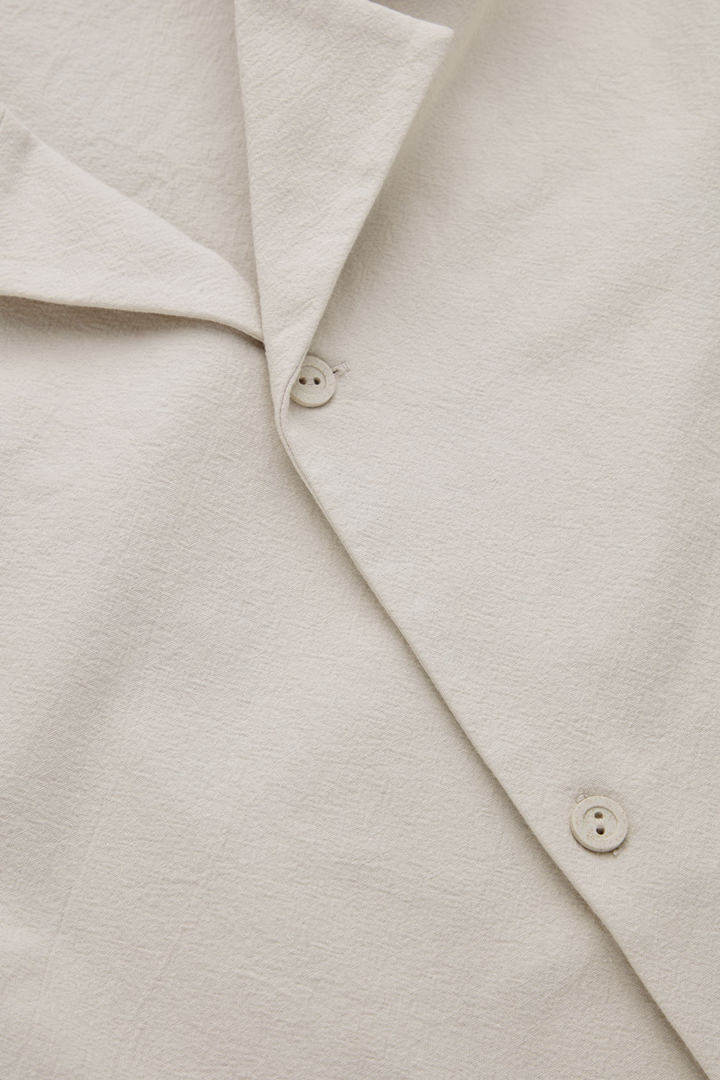 COS 쇼트 슬리브 코튼 셔츠의 베이지컬러 Detail입니다.