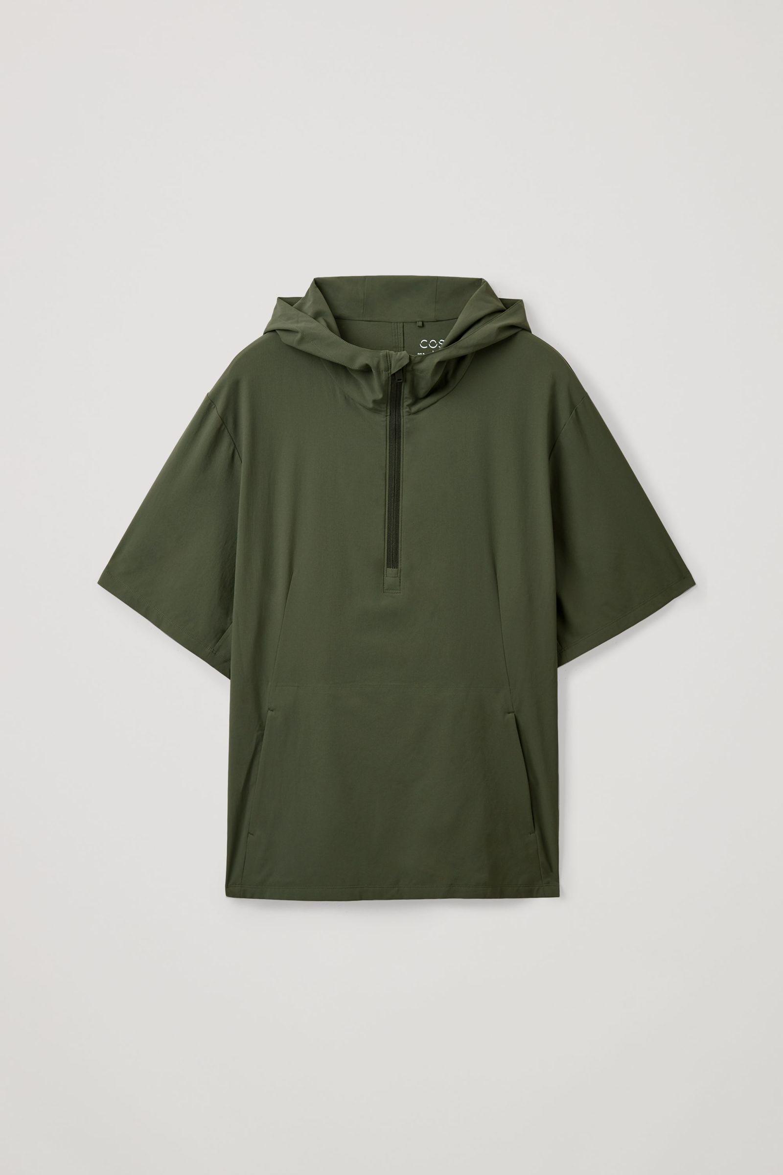 COS 리사이클드 폴리에스터 풀오버 재킷의 그린컬러 Product입니다.