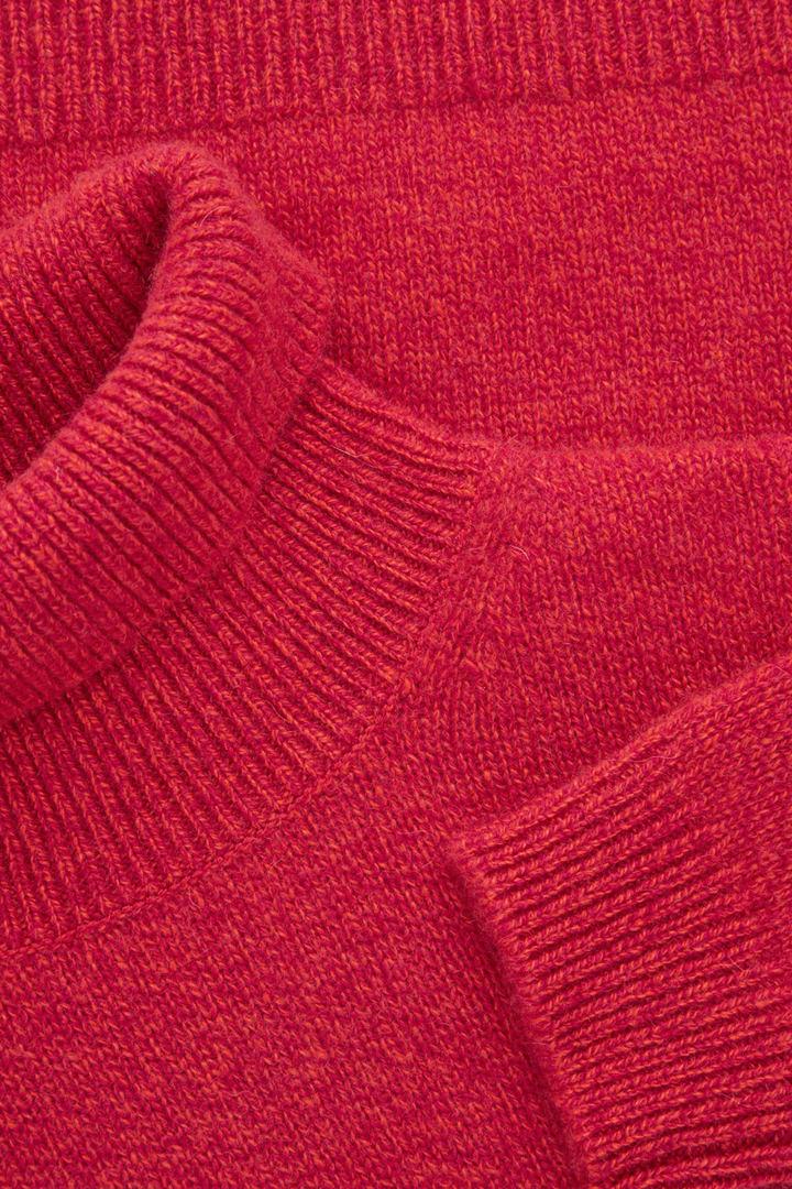 COS 캐시미어 폴로 넥 스웨터의 레드 / 오렌지컬러 Detail입니다.