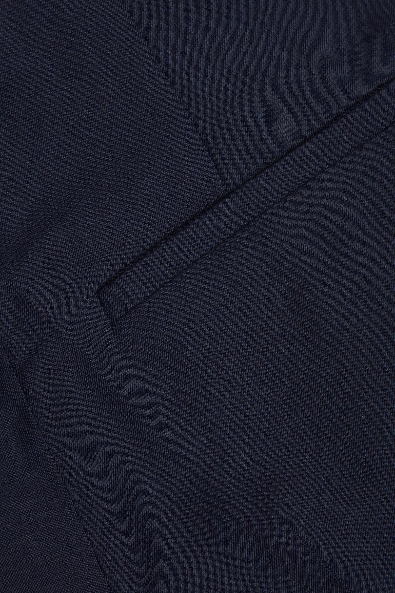 COS 테일러드 울 믹스 쇼츠의 네이비컬러 Detail입니다.