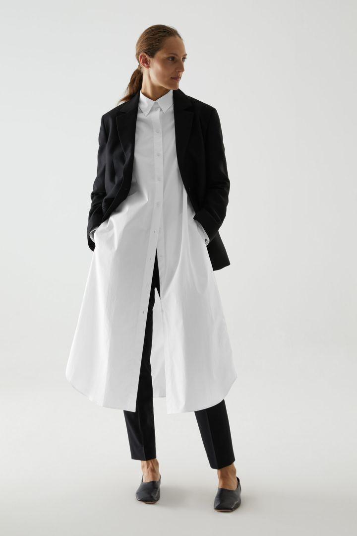 COS default image 7 of 화이트 in 오가닉 코튼 리어 플리츠 셔츠 드레스