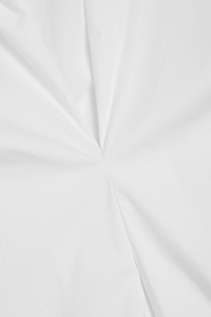 COS 오가닉 코튼 리어 플리츠 셔츠 드레스의 화이트컬러 Detail입니다.