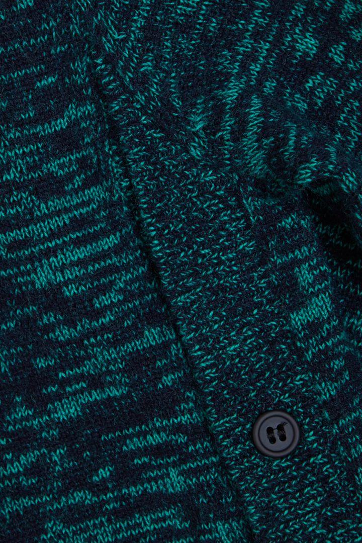 COS 니티드 울 캐시미어 드레스의 네이비 / 그린컬러 Detail입니다.
