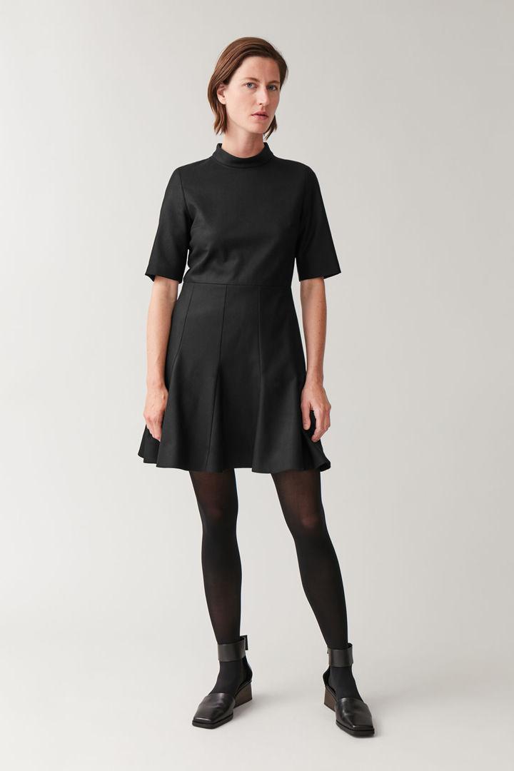 COS default image 2 of 블랙 in 하이 넥 피티드 웨이스트 드레스