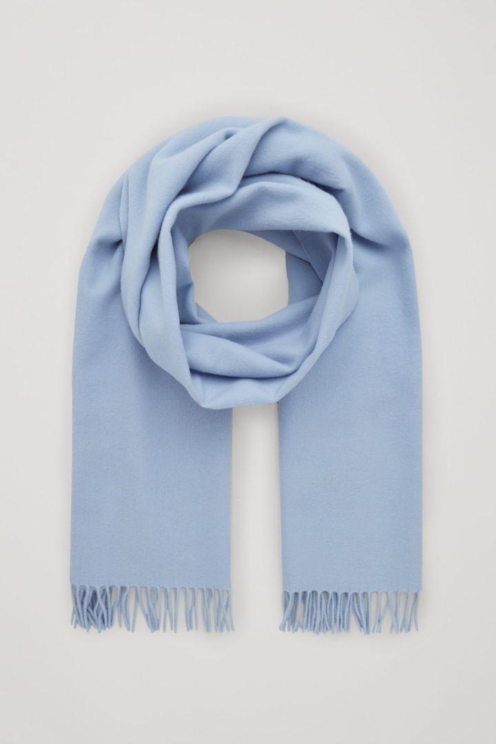 COS 울 캐시미어 스카프의 블루컬러 Product입니다.