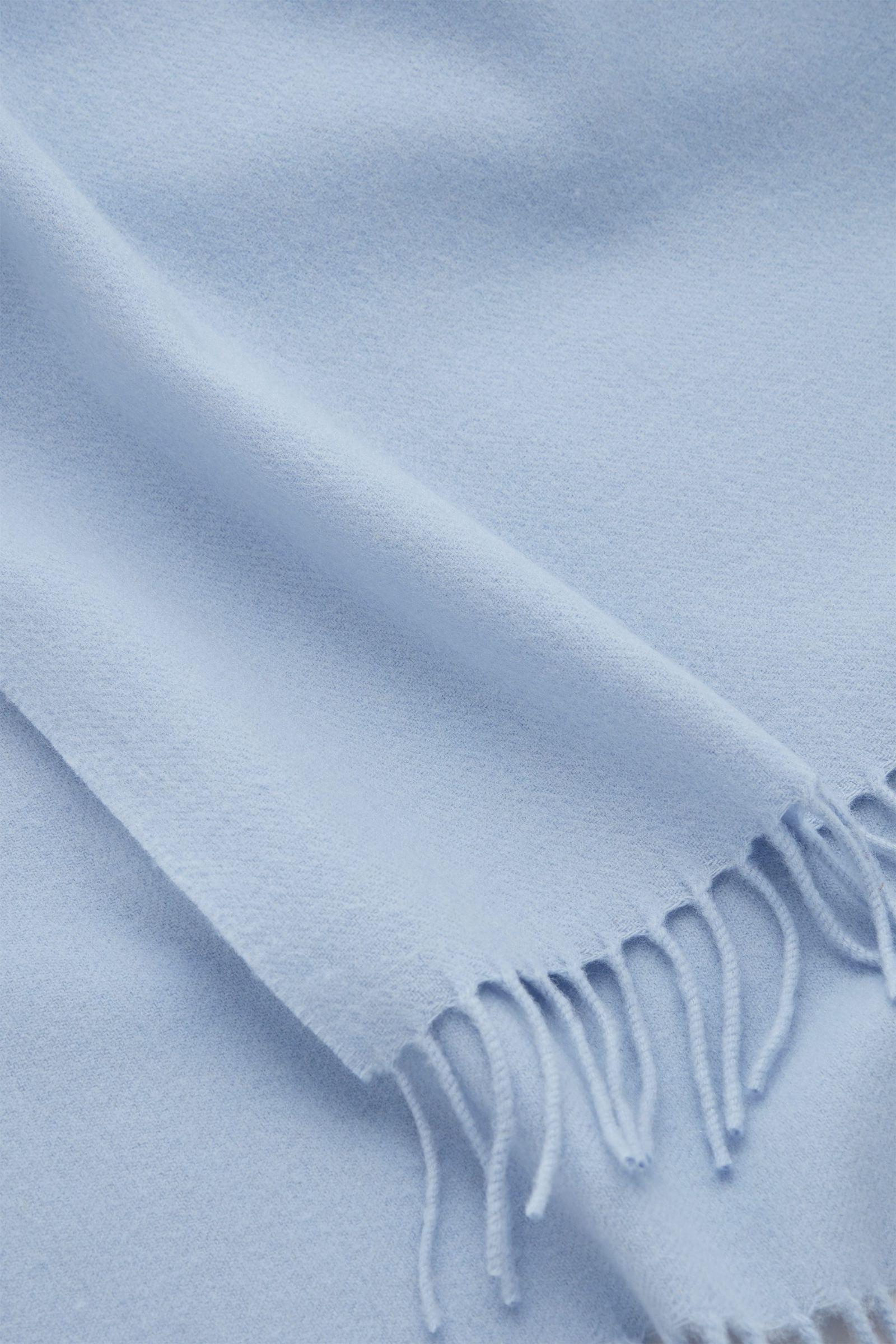 COS 울 캐시미어 스카프의 블루컬러 Detail입니다.