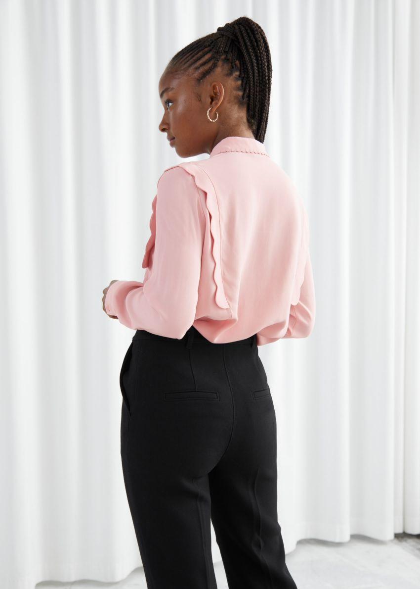 앤아더스토리즈 스캘럽 자카드 셔츠의 핑크컬러 ECOMLook입니다.