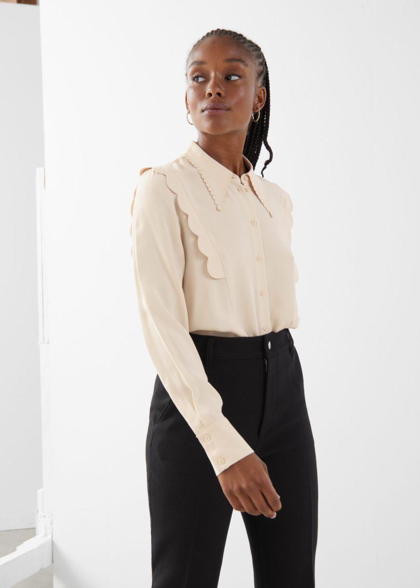 앤아더스토리즈 스캘럽 자카드 셔츠의 베이지컬러 ECOMLook입니다.