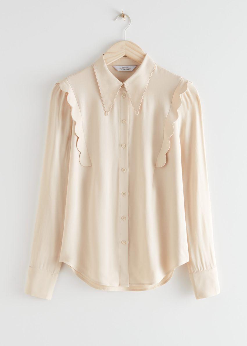 앤아더스토리즈 스캘럽 자카드 셔츠의 베이지컬러 Product입니다.