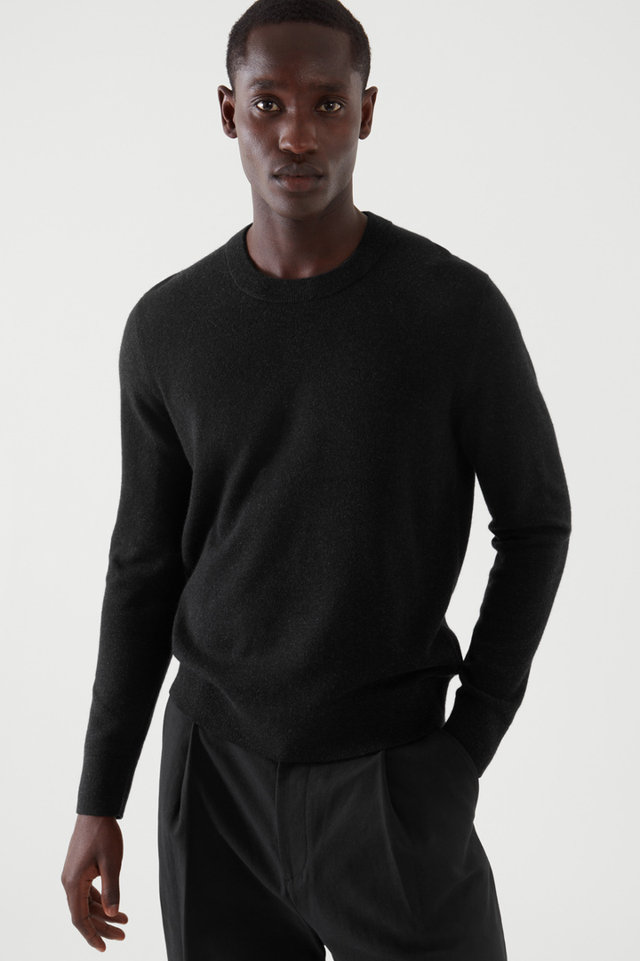 COS default image 6 of 블랙 in 메리노 야크 크루넥 스웨터