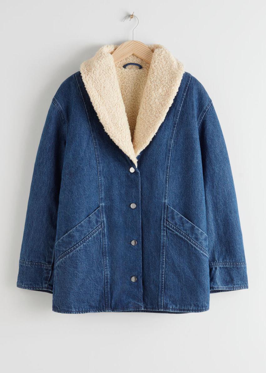 앤아더스토리즈 코튼 셜링 카라 데님 코트의 미드 블루컬러 Product입니다.