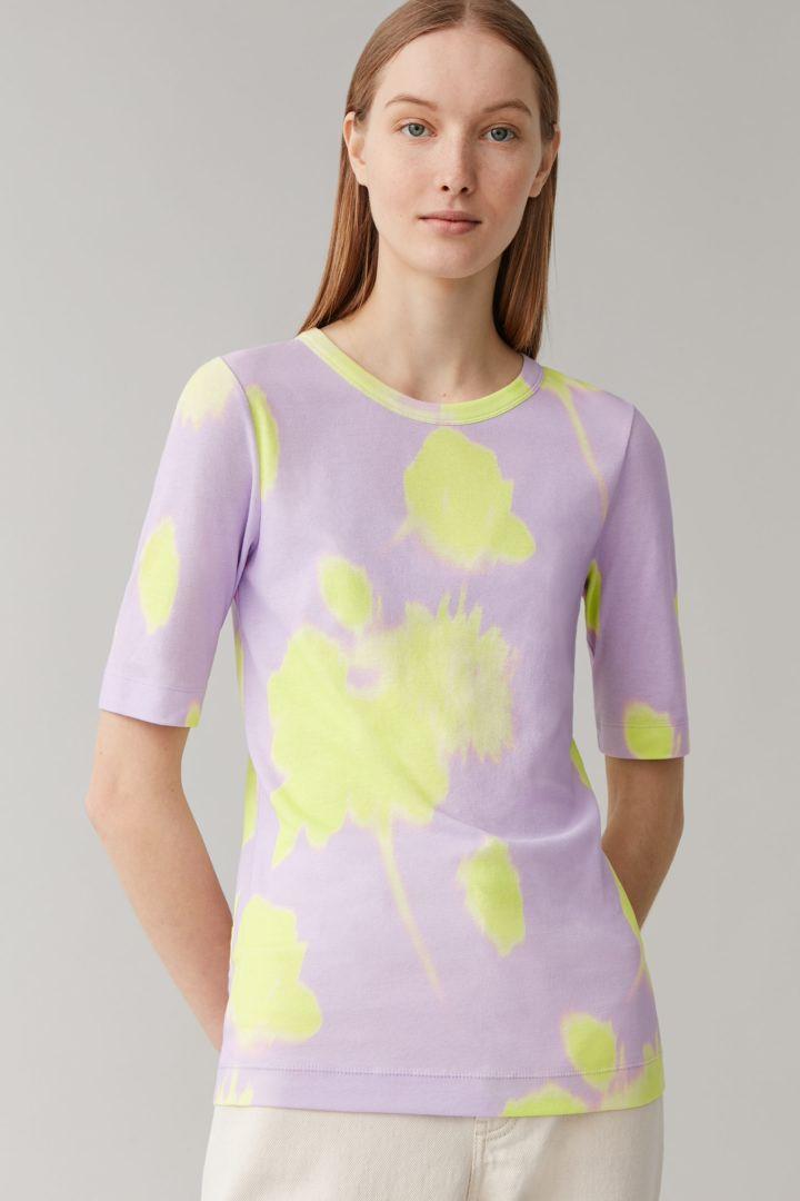 COS default image 4 of 핑크 in 프린티드 슬림핏 코튼 티셔츠