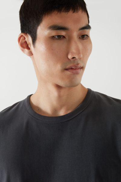 COS hover image 4 of 블랙 in 브러쉬드 코튼 티셔츠