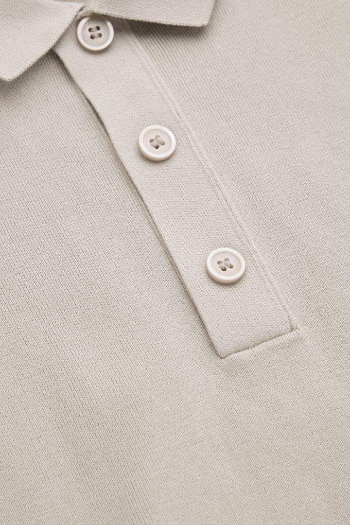 COS 릴랙스드 핏 니티드 폴로 셔츠의 라이트 그레이컬러 Detail입니다.