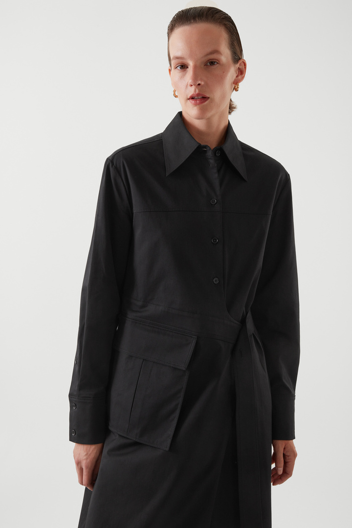 COS 벨티드 셔츠 드레스의 블랙컬러 ECOMLook입니다.