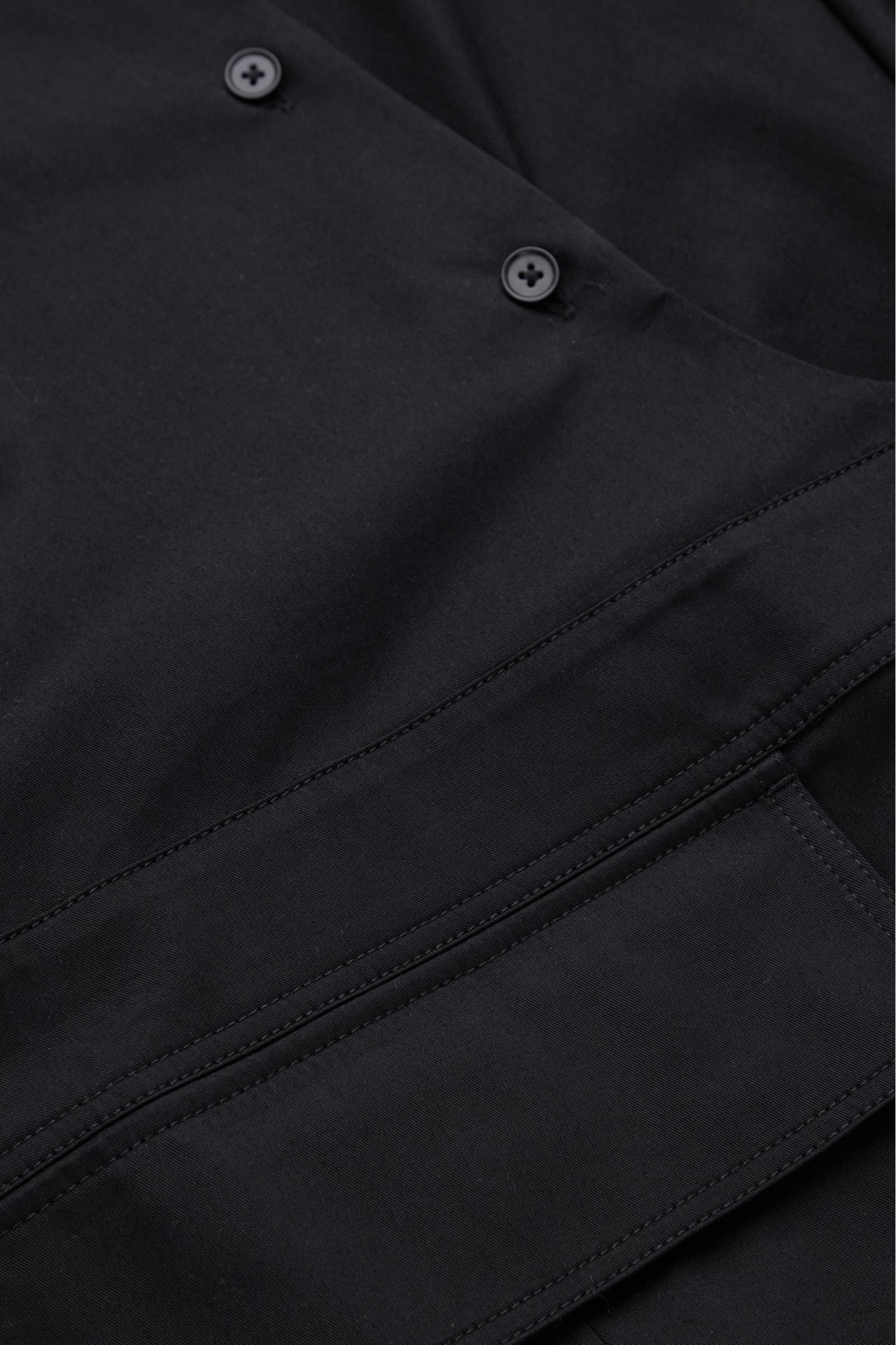 COS 벨티드 셔츠 드레스의 블랙컬러 Detail입니다.