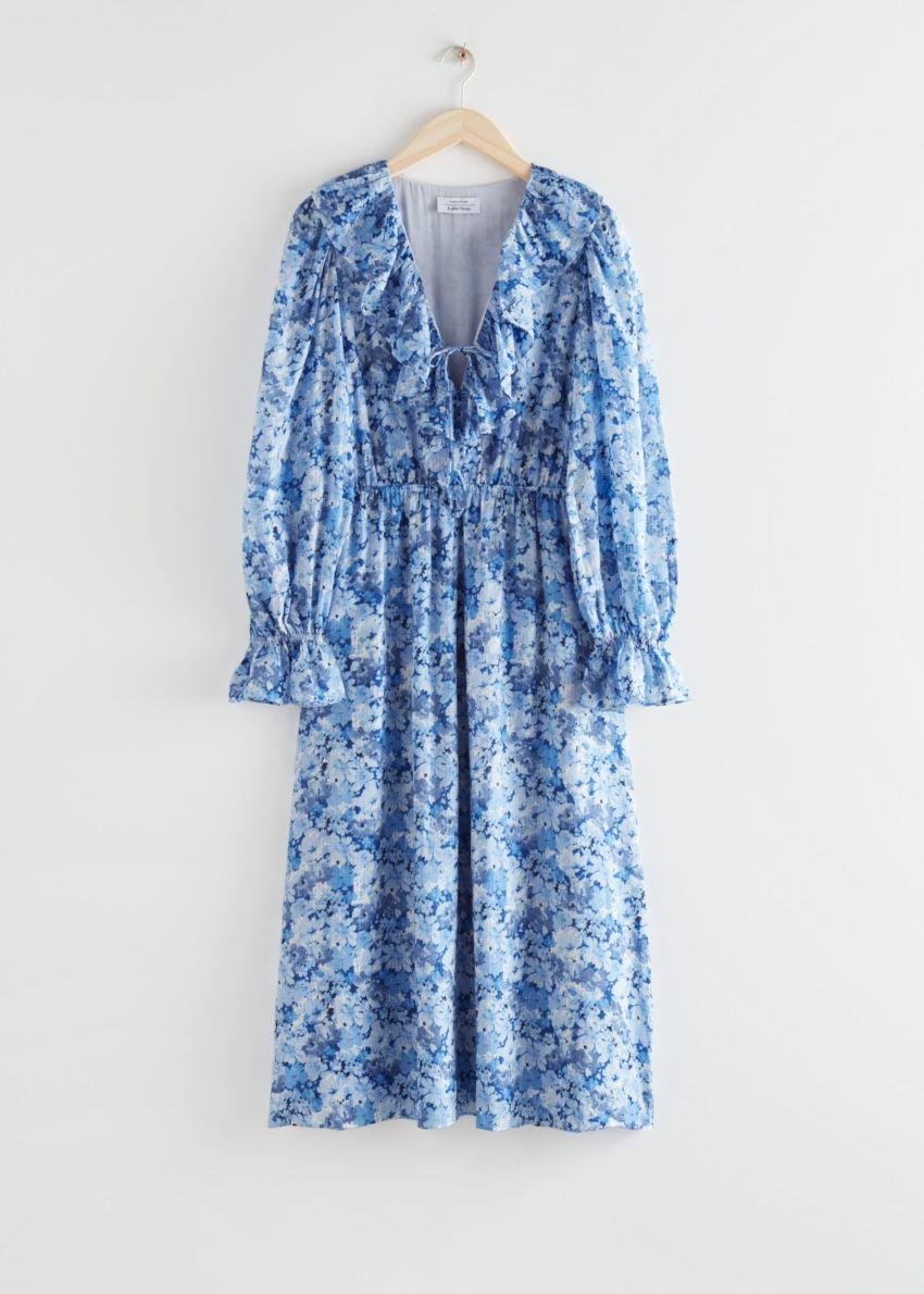 앤아더스토리즈 볼류미너스 러플 미디 드레스의 블루 플로럴컬러 Product입니다.