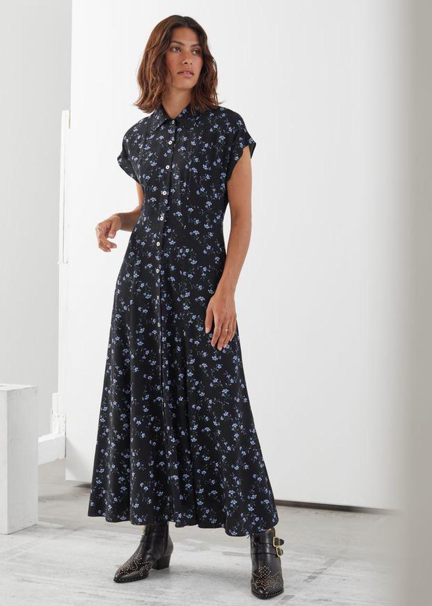 앤아더스토리즈 릴렉스드 미디 셔츠 드레스의 블랙 플로럴컬러 ECOMLook입니다.