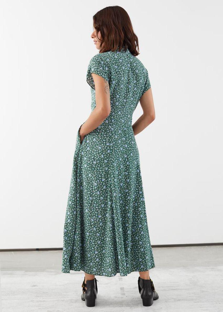 앤아더스토리즈 릴렉스드 미디 셔츠 드레스의 그린 플로럴컬러 ECOMLook입니다.