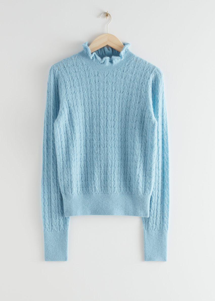 앤아더스토리즈 케이블 니트 러플 카라 스웨터의 라이트 블루컬러 Product입니다.