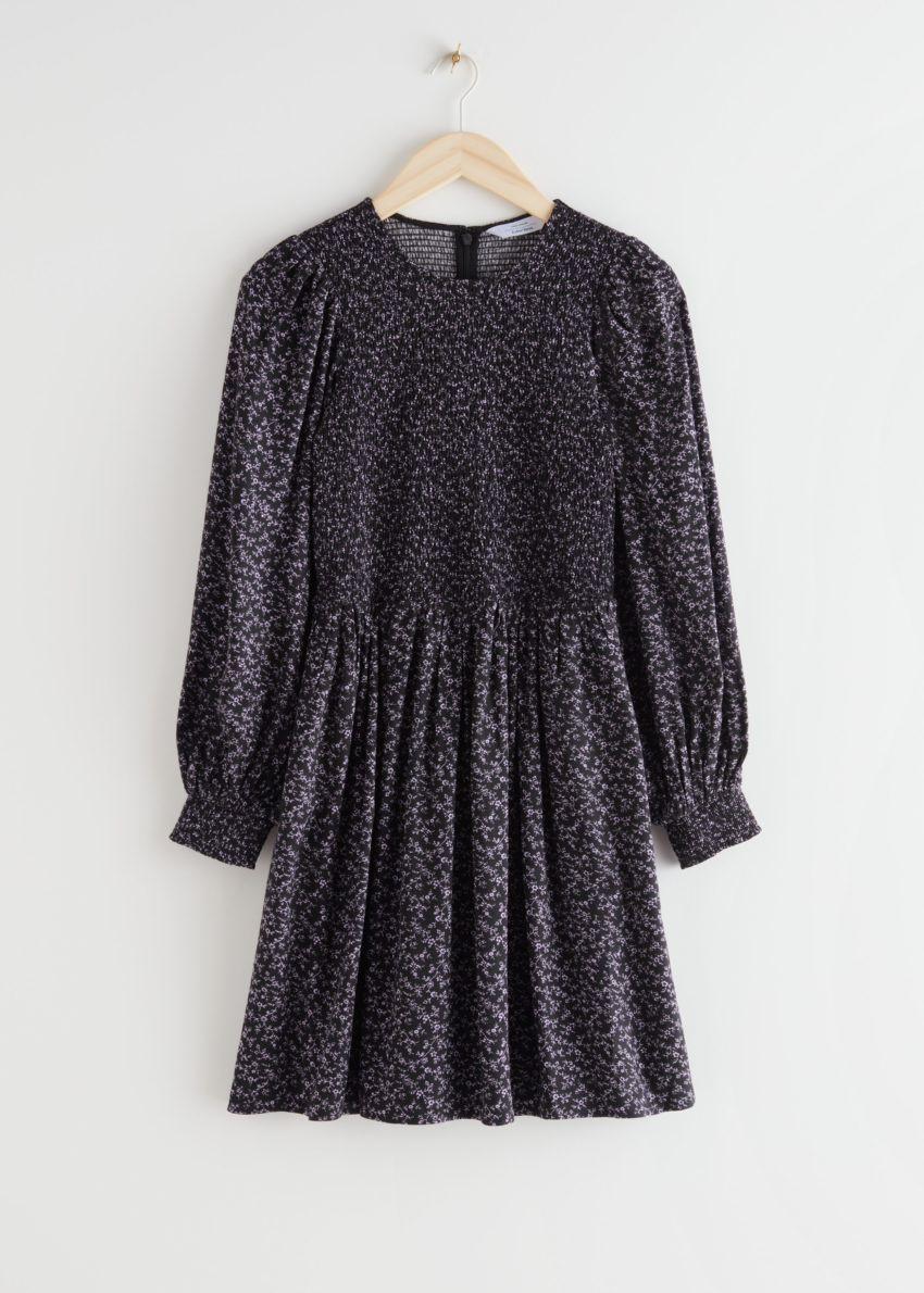 앤아더스토리즈 스모크 볼류미너스 미니 드레스의 퍼플 플로럴컬러 Product입니다.