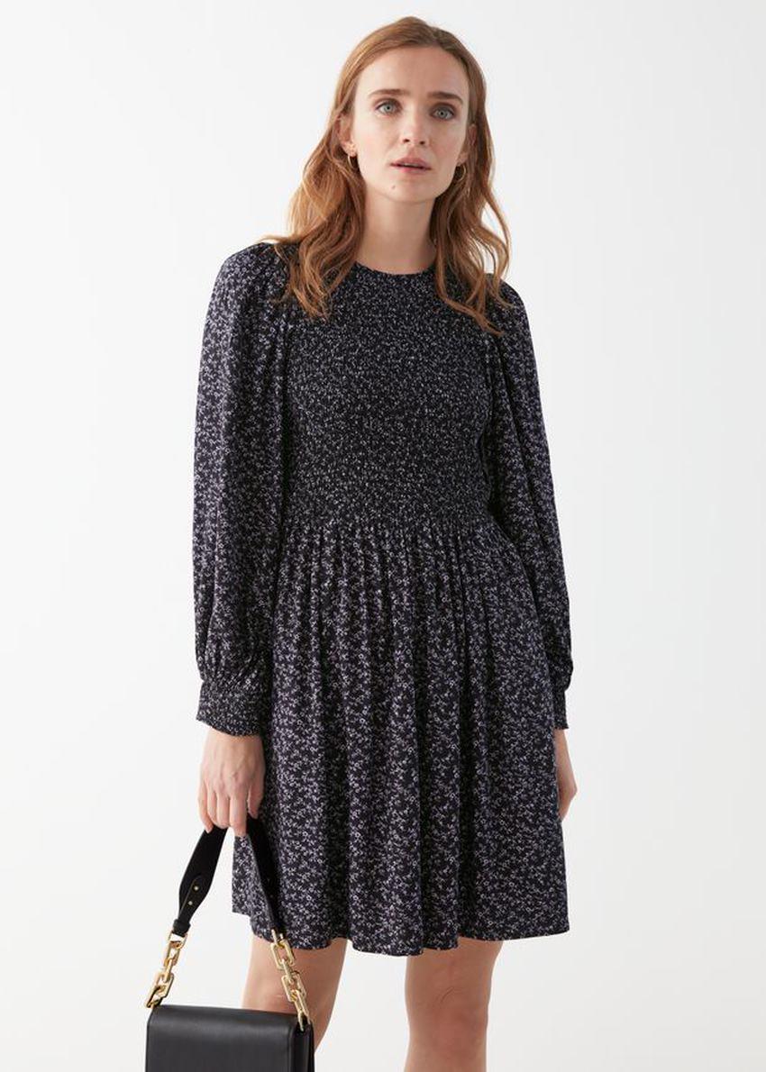 앤아더스토리즈 스모크 볼류미너스 미니 드레스의 퍼플 플로럴컬러 ECOMLook입니다.