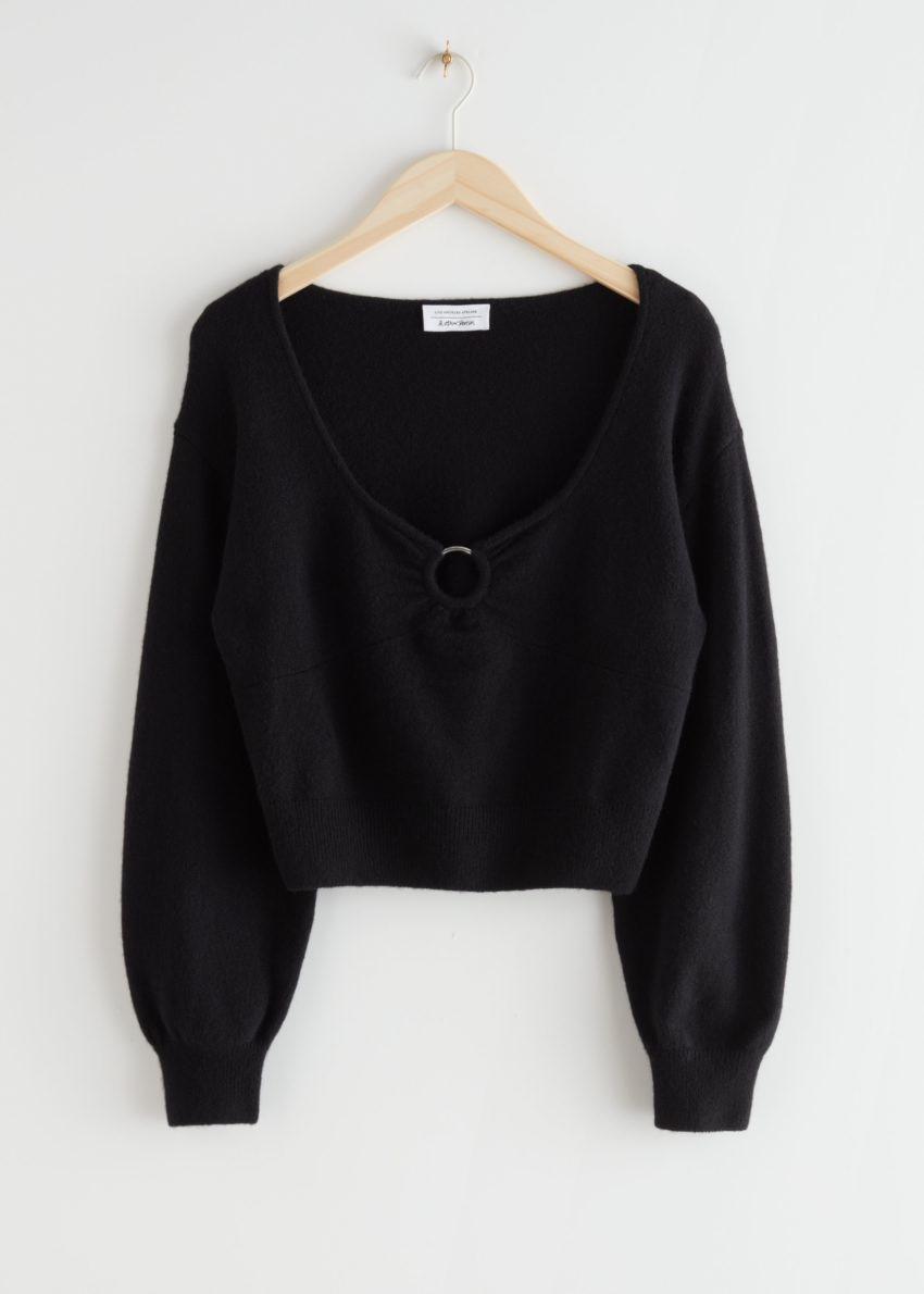 앤아더스토리즈 릴렉스드 메리노 블렌드 O링 스웨터의 블랙컬러 Product입니다.