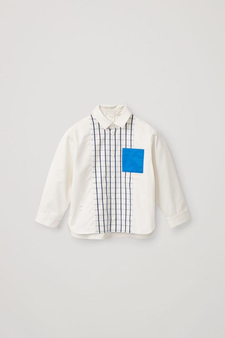 COS 컨트래스트 체크 패널 롱 슬리브 셔츠의 화이트컬러 Product입니다.