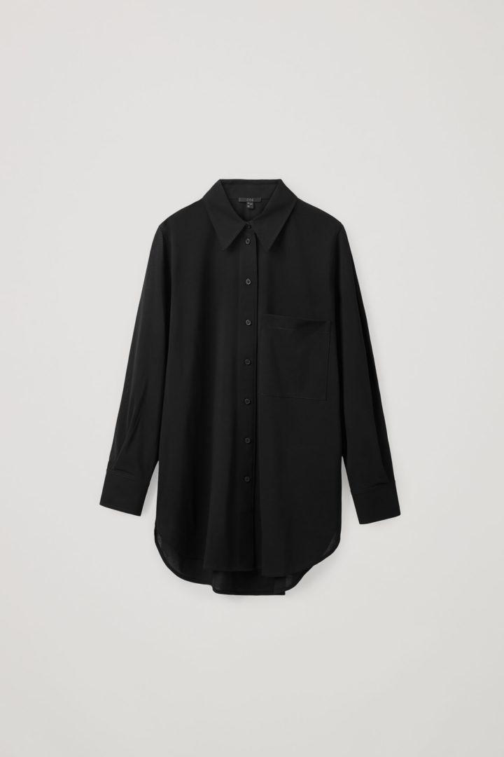COS 코튼 보이프렌드 셔츠의 블랙컬러 Product입니다.