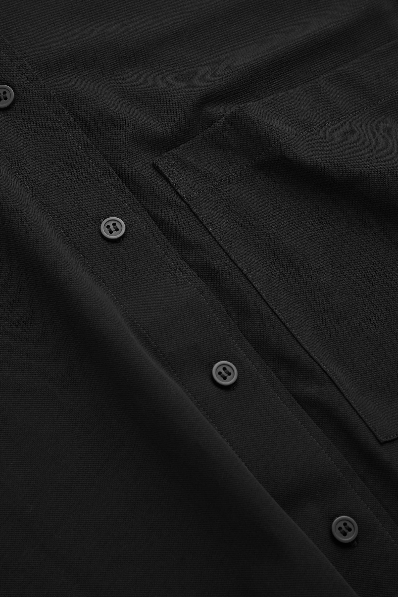 COS 코튼 보이프렌드 셔츠의 블랙컬러 Detail입니다.