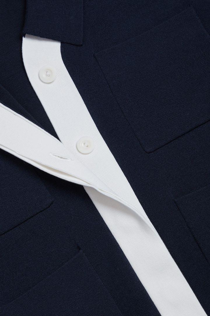 COS 오가닉 코튼 투톤 가디건의 블루컬러 Detail입니다.
