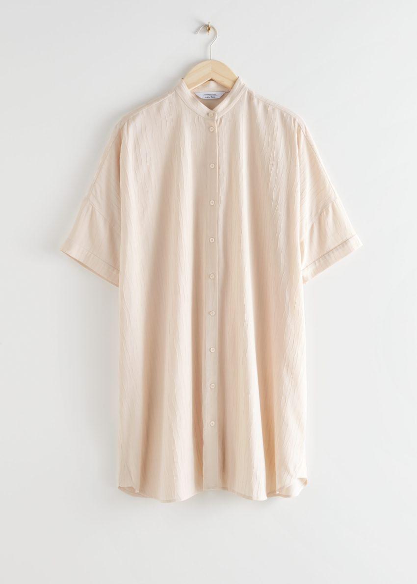 앤아더스토리즈 오버사이즈 셔츠 드레스의 라이트 베이지컬러 Product입니다.