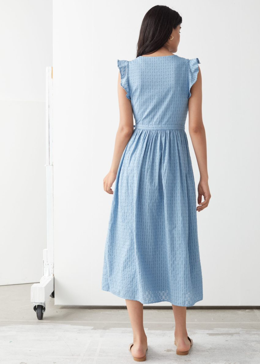 앤아더스토리즈 러플 코튼 도비 미디 드레스의 라이트 블루컬러 ECOMLook입니다.