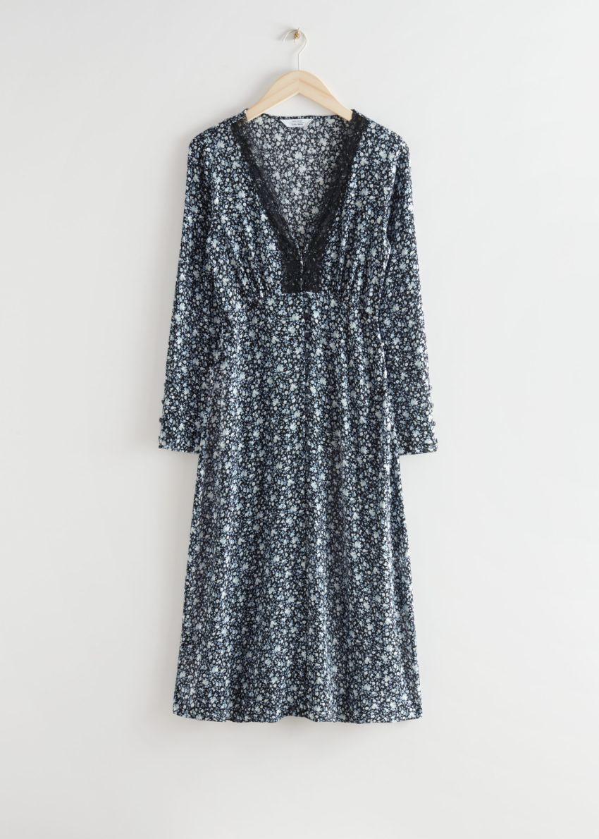 앤아더스토리즈 버튼 플로럴 프린트 레이스 미디 드레스의 블랙 플로럴컬러 Product입니다.