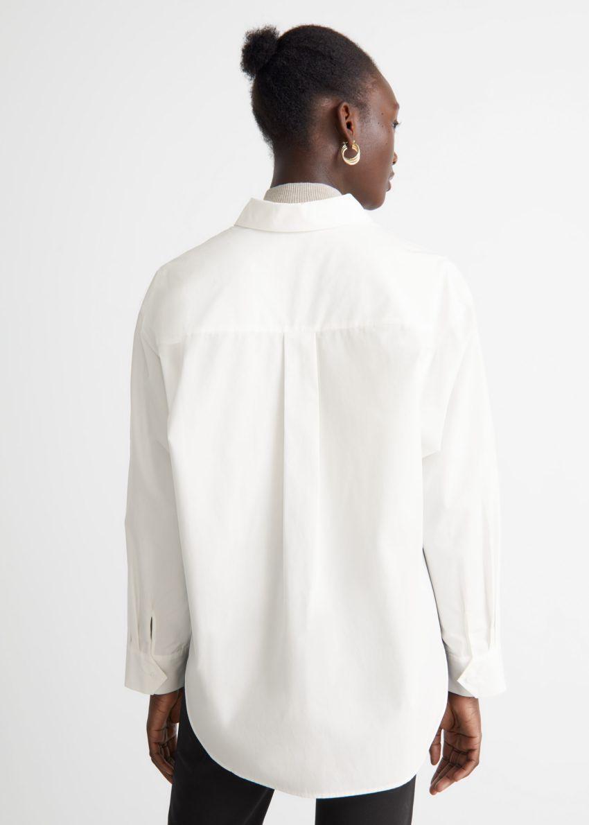 앤아더스토리즈 오버사이즈 셔츠의 화이트컬러 ECOMLook입니다.