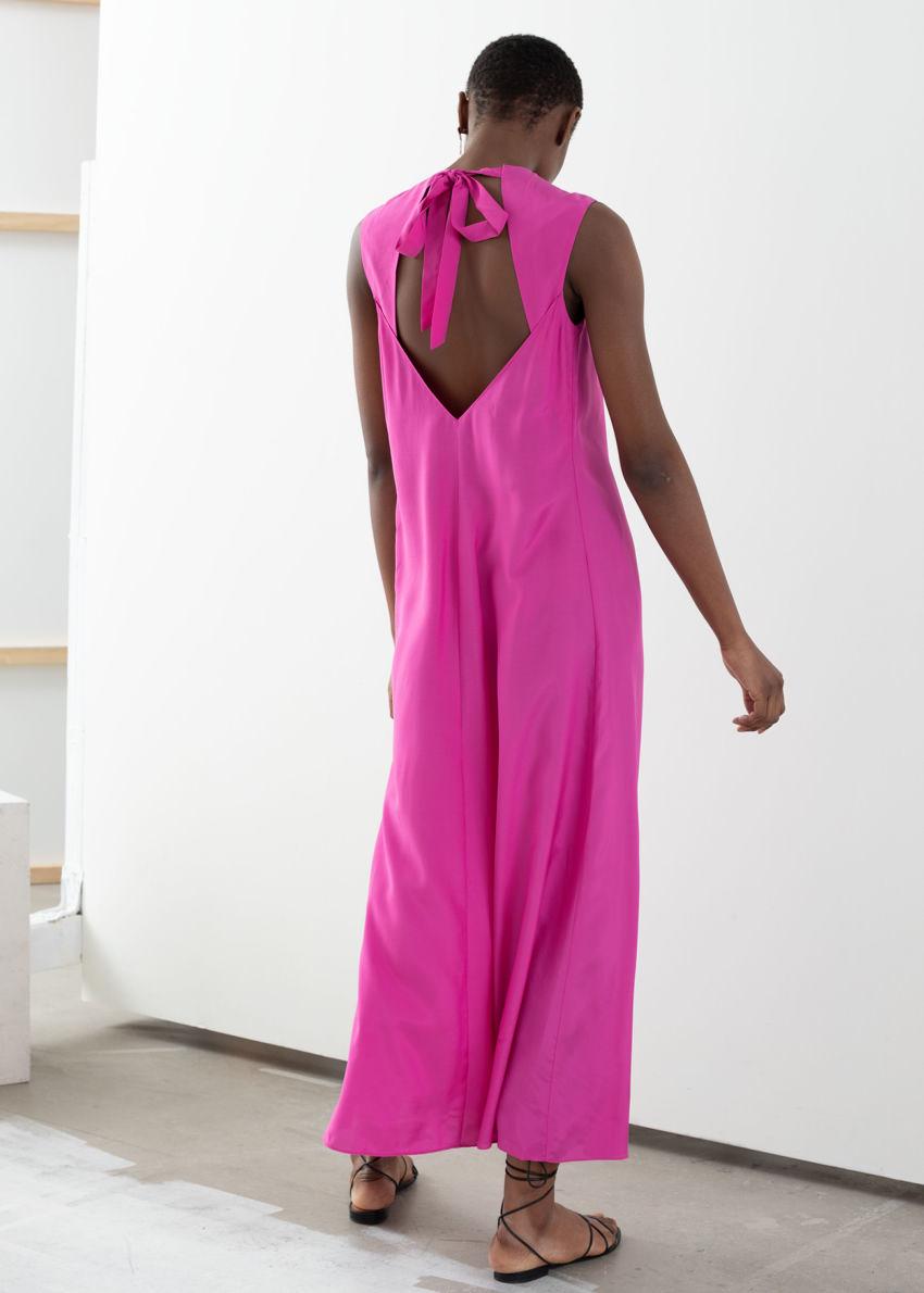 앤아더스토리즈 오픈 타이 백 미디 드레스의 핑크컬러 ECOMLook입니다.