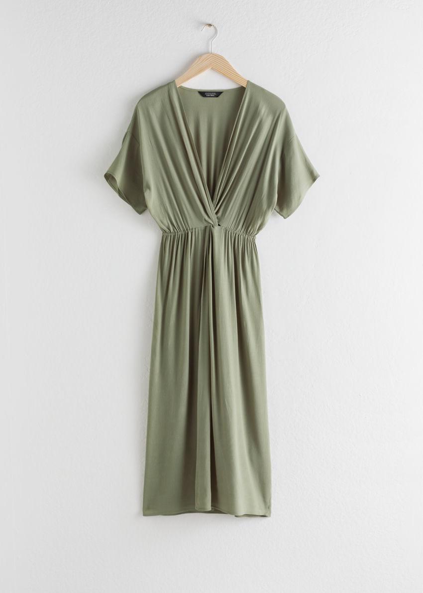 앤아더스토리즈 트위스트 매듭 미디 드레스의 카키컬러 Product입니다.