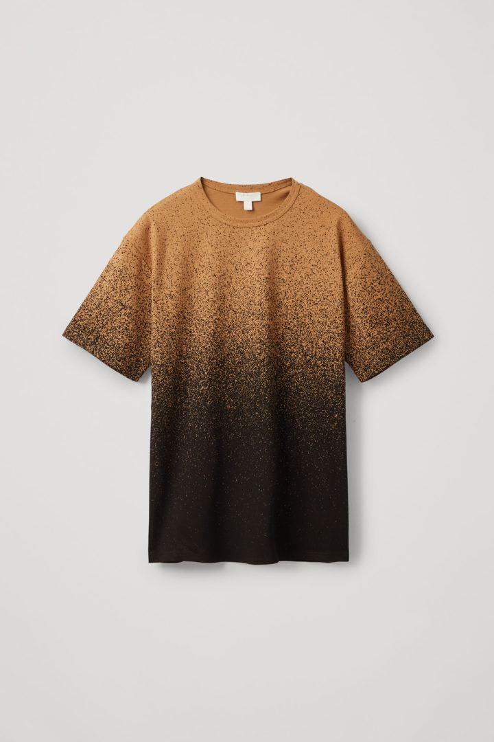 COS 옴브레 프린티드 티셔츠의 브라운 / 블랙컬러 Product입니다.