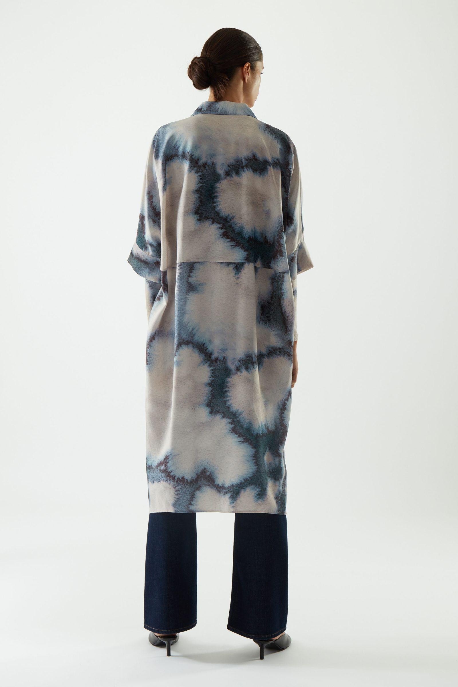 COS 프린티드 셔츠 드레스의 베이지컬러 ECOMLook입니다.