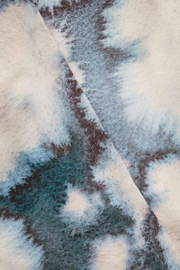 COS 프린티드 셔츠 드레스의 베이지컬러 Detail입니다.