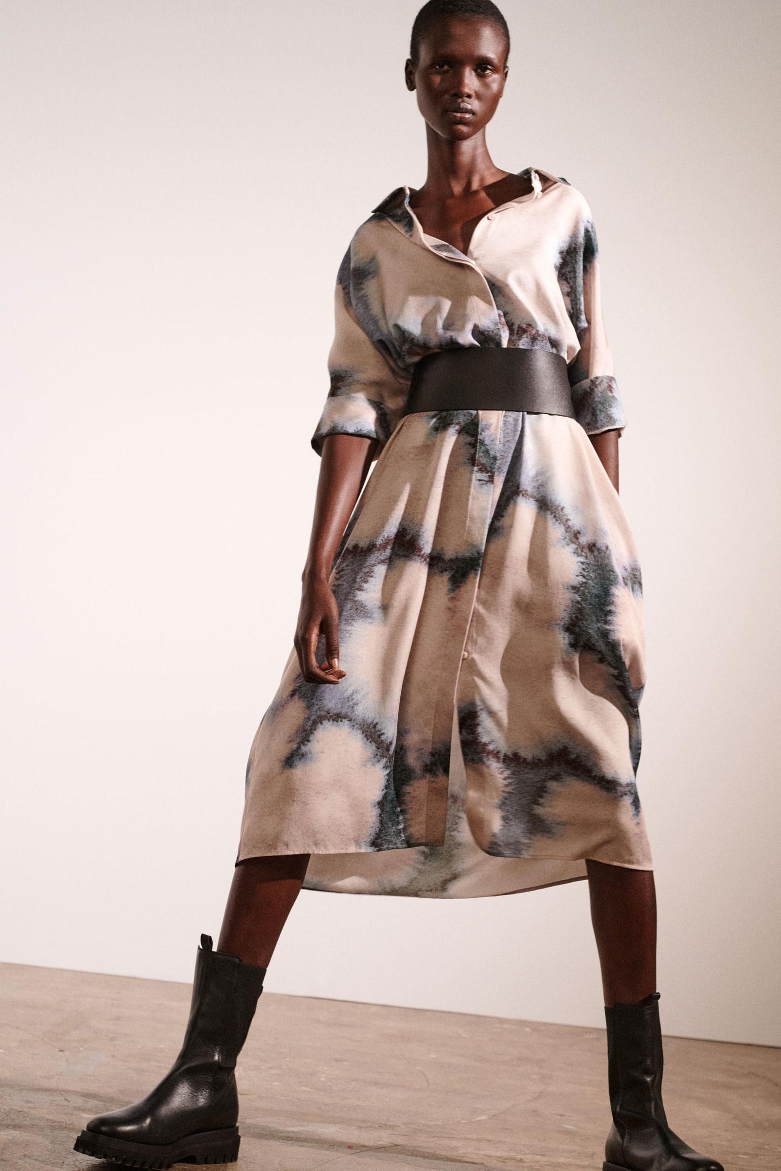 COS 프린티드 셔츠 드레스의 베이지컬러 Environmental입니다.