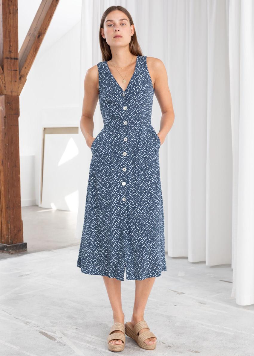 앤아더스토리즈 슬리브리스 버튼 업 미디 드레스의 블루 플로럴컬러 ECOMLook입니다.