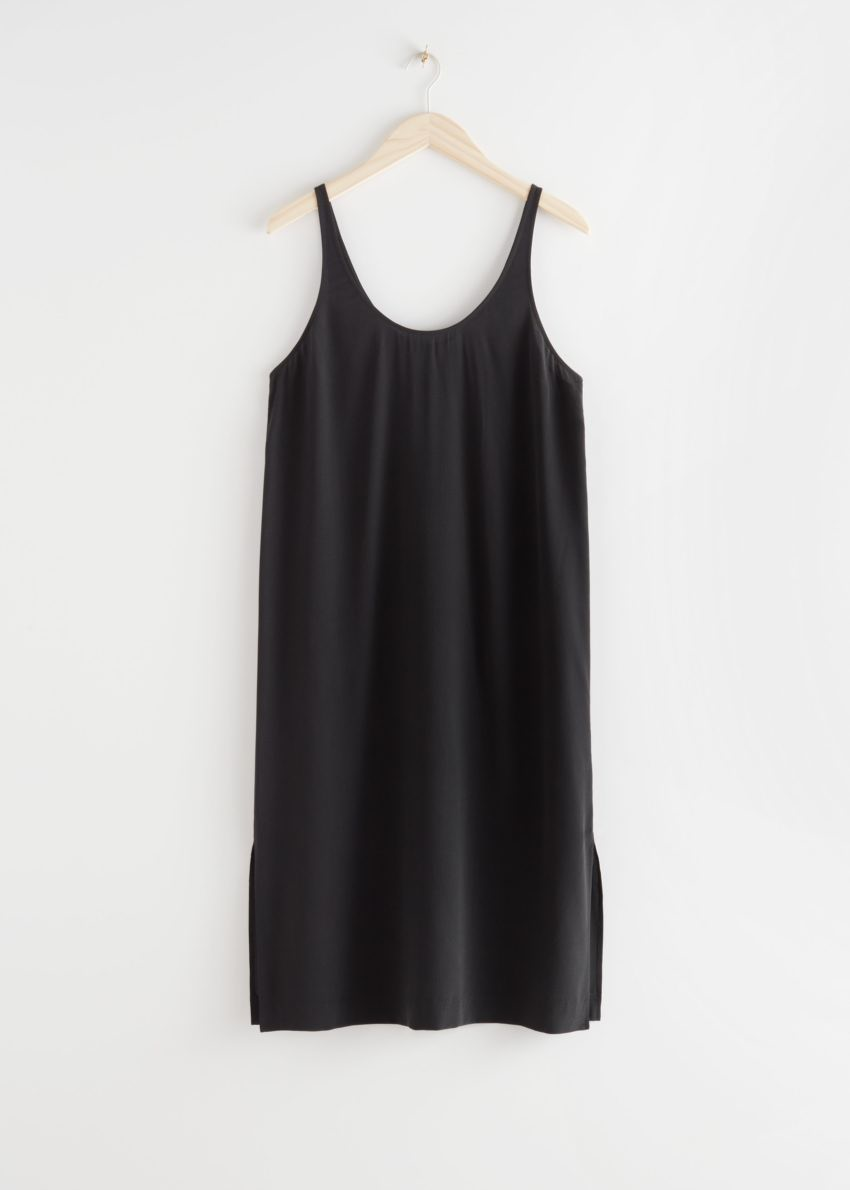 앤아더스토리즈 멀베리 실크 미디 탱크 드레스의 블랙컬러 Product입니다.