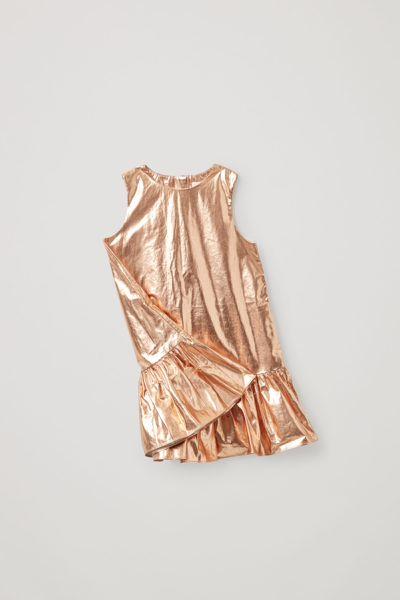 COS hover image 7 of 브라운 in 코튼 프릴드 패널 메탈릭 드레스