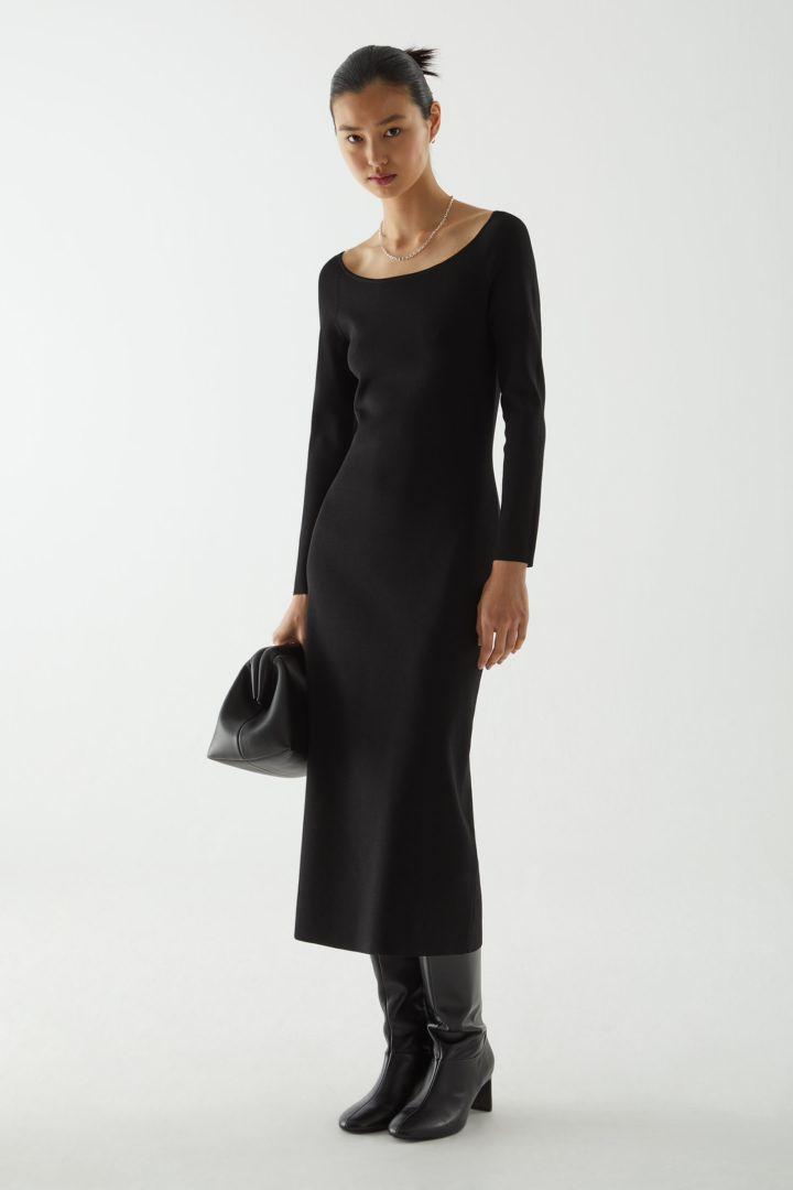 COS 니티드 오프숄더 튜브 드레스의 블랙컬러 ECOMLook입니다.