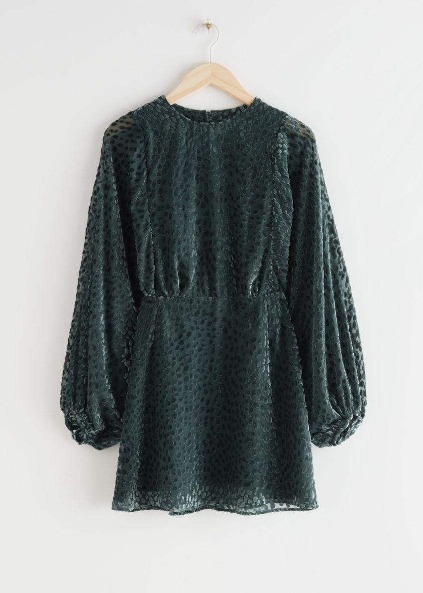 앤아더스토리즈 시어 볼류미너스 슬리브 미니 드레스의 그린컬러 Product입니다.