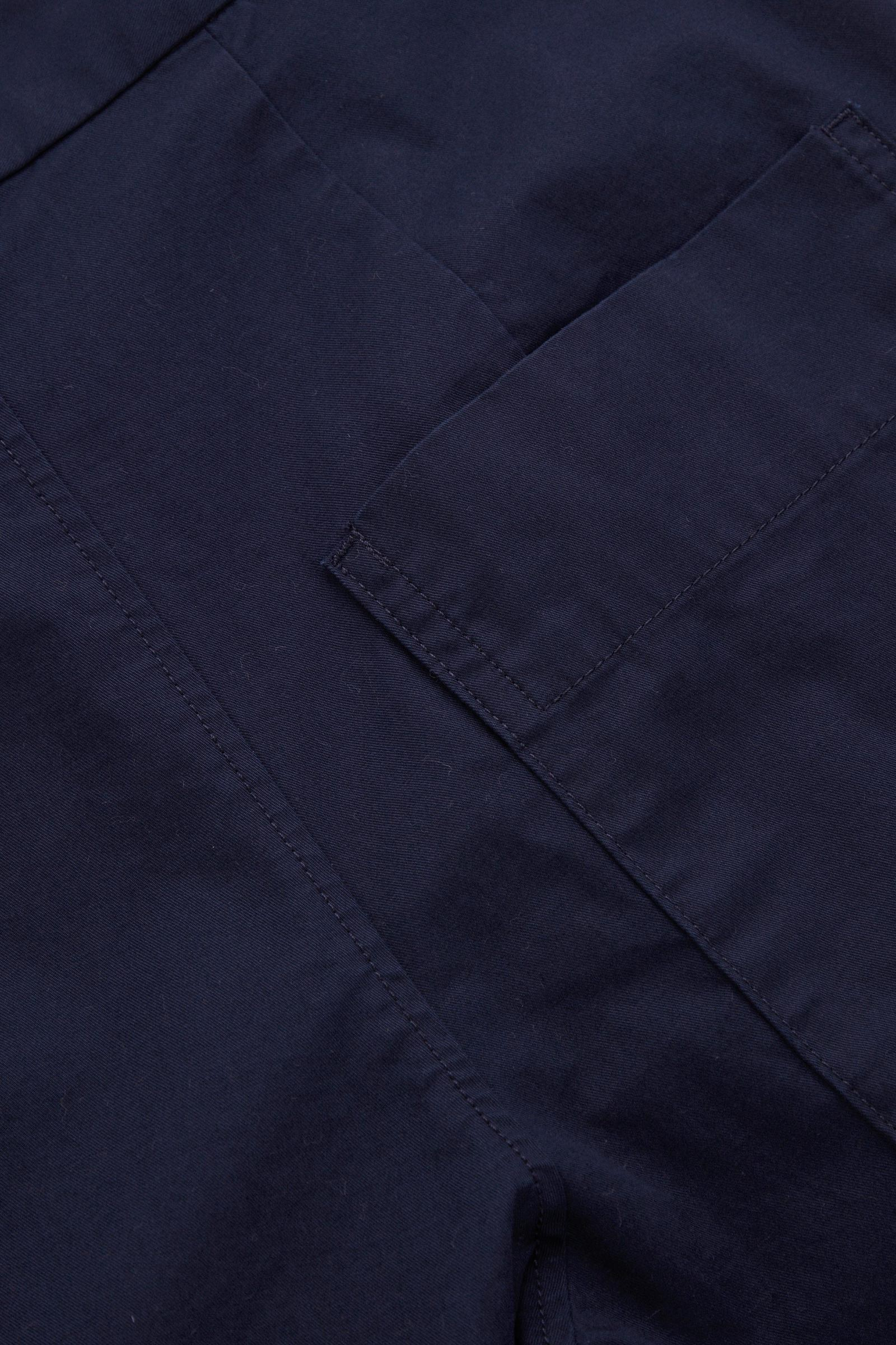 COS 하이 웨이스트 코튼 트라우저의 블루컬러 Detail입니다.